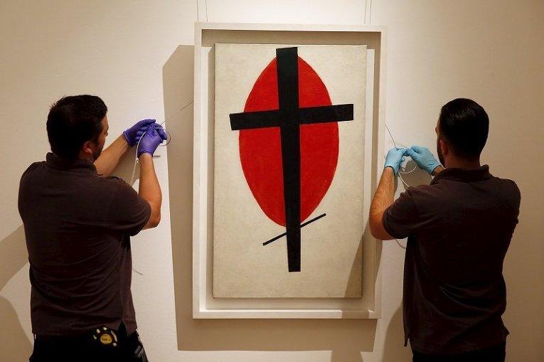 Картина Казимира Малевича Мистический супрематизм, выставленная на аукцион Sotheby's в Лондоне
