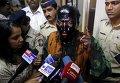 Председателя исследовательского фонда в Мумбаи Сандхиндру Кулкарни облили чернилами во время презентации книги бывшего министра иностранных дел Индии.