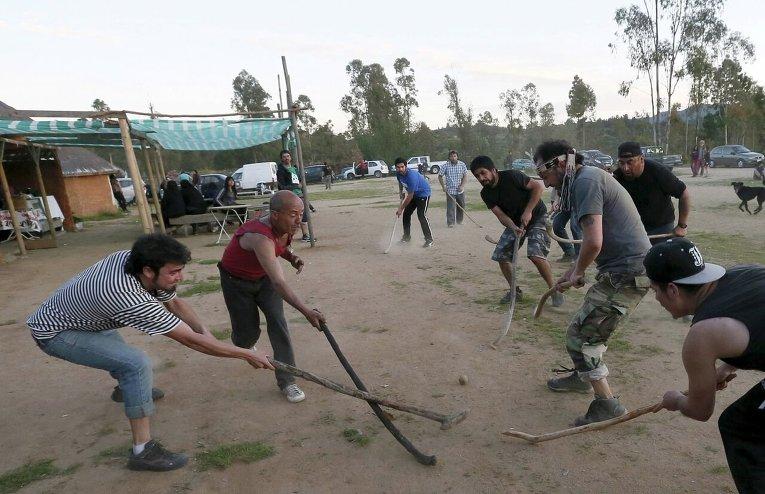 В Чили празднуют День Колумба игрой в традиционные виды спорта.