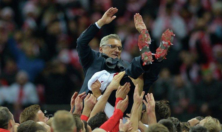 Сборная Польши прошла групповой отборочный турнир на ЧЕ-2016 по футболу.