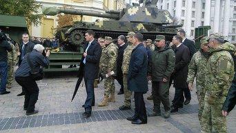 Петр Порошенко на выставке военной техники в Киеве
