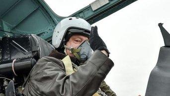 Петр Порошенко провел испытательный полет СУ-27