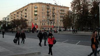 Люди стекались к площади Конституции постепенно
