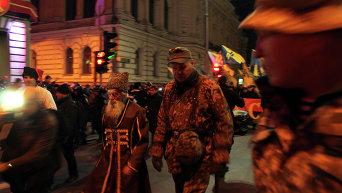 Во главе колонны были люди в казачьем костюме, форме УПА и в камуфляже эпохи АТО