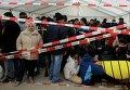 Мигранты в очереди в управление Минздрава и социальной помощи в Берлине.