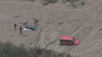 Потоки грязи на шоссе в Калифорнии