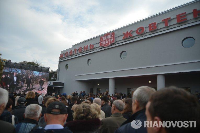 В Киеве открыли восстановленный кинотеатр Жовтень
