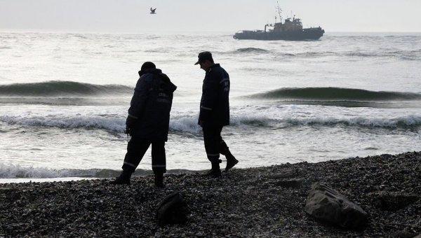 Члены спасательной команды по поиску пассажиров с катера Иволга в Одесской области