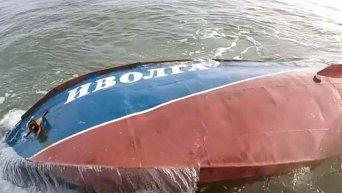 Подъем затонувшего катера Иволга в Затоке