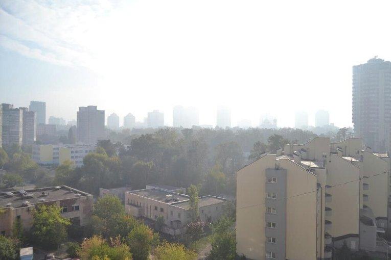 Дым от тлеющих торфяников под Киевом