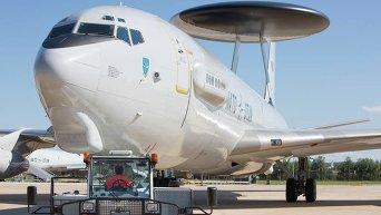 Самолет дальнего радиолокационного обнаружения AWACS E3-A ВВС Германии. Архивное фото