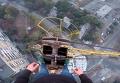 В Харькове подростки взобрались на 90-метровый строительный кран. Видео