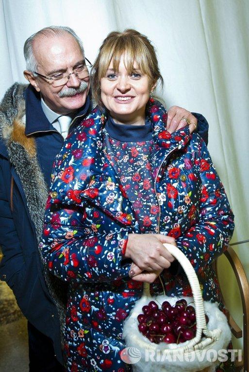 Режиссер Никита Михалков и его дочь актриса Анна Михалкова на вечере Apres-ski в ГУМе