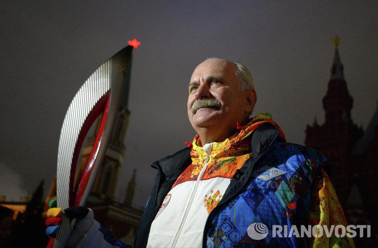 Никита Михалков во время эстафеты Олимпийского огня в Москве