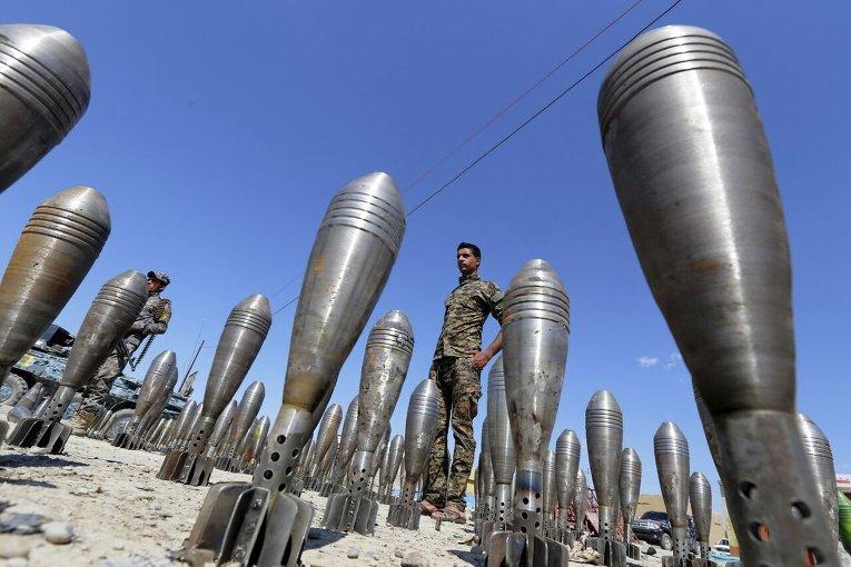 Боеприпасы боевиков Исламского государства, брошенные во время отступления в Ираке.