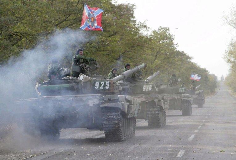 Отвод танков ДНР из Новоазовска.