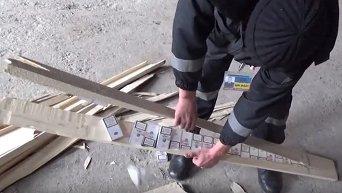 Пограничники нашли сигареты, спрятанные в досках
