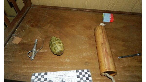 Поклонник подарил киевлянке гранату и тротиловую шашку