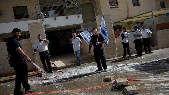 Израильские полицейские застрелили двух арабов, пытавшихся с ножами ворваться в автобус