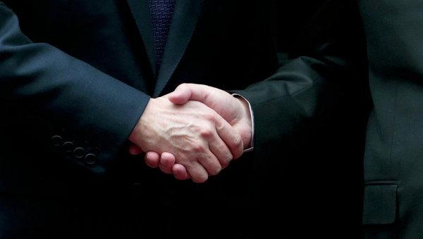 Людей с необычайным рукопожатием признали неменее умными