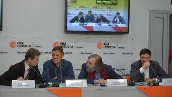 Руслан Бортник, Искандер Хисамов, Михаил Погребинский и Кирилл Вышинский (слева направо)