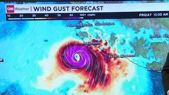 В Мексике готовятся к самому мощному в истории страны урагану Патрисия. Видео
