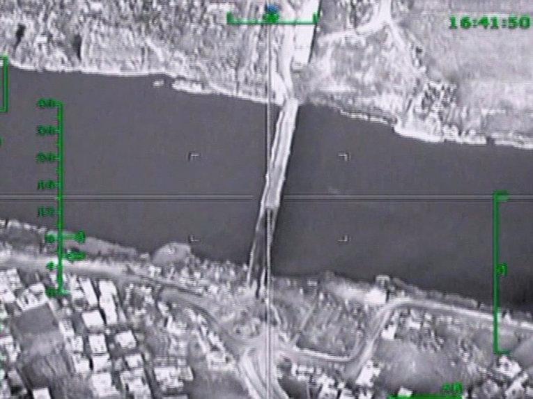 Российские самолеты уничтожили мост через Евфрат в Сирии