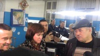 В Мариуполе руководитель типографии предлагает ТИК проводить выборы. Видео