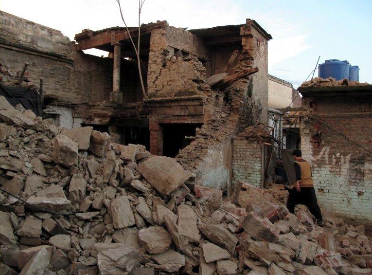 Последствия землетрясения в Мингоре - городе в пакистанской провинции Хайбер-Пахтунхва, крупнейшем населенном пункте в долине Сват