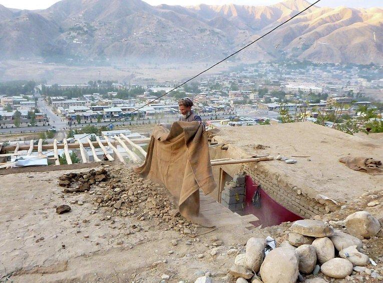 Последствия землетрясения в Файзабаде - столице и крупнейшем городе провинции Бадахшан на севере Афганистана