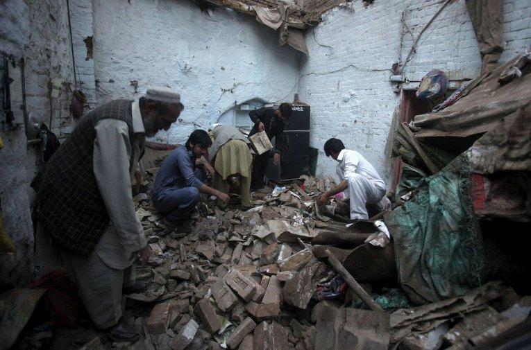 Последствия землетрясения в Пешаваре - административном центре пакистанской провинции Хайбер-Пахтунхва