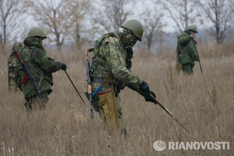 Разминирование территории в районе Донецка