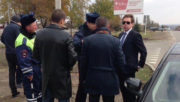 Илья Новиков с задержанной в Донецке Ростовской области съемочной группой СТБ