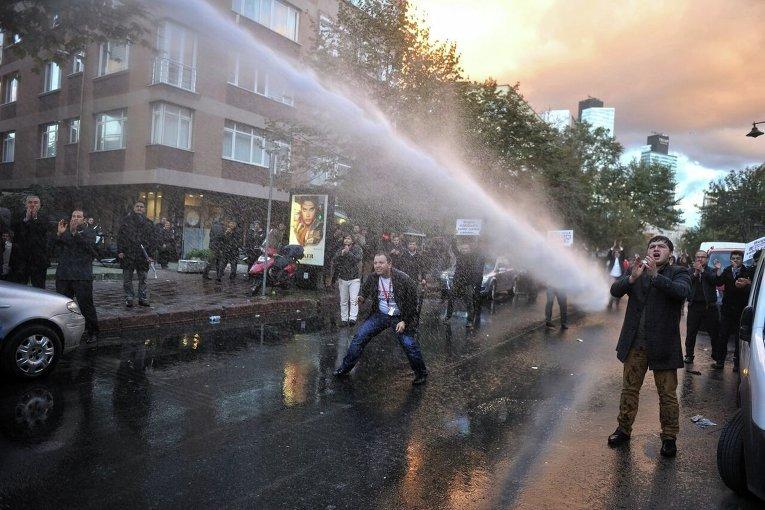 Столкновения представителей оппозиции и полиции в Стамбуле.