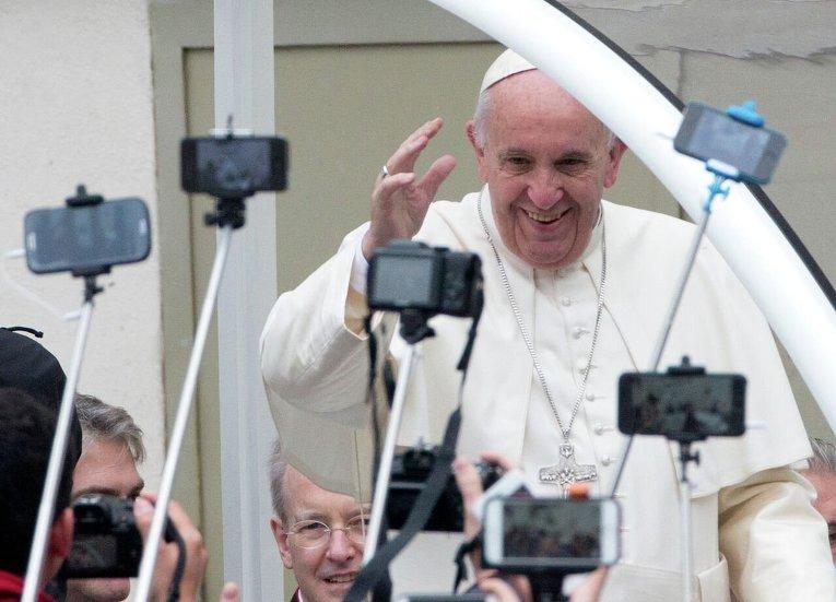Еженедельная аудиенция Папы Римского Франциска на площади Святого Петра в Ватикане.