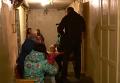 Поврежденные дома в Сватово и эвакуированные жильцы. Видео