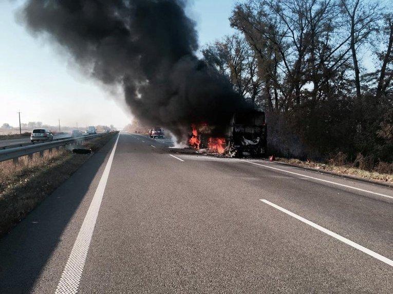 На трассе Харьков - Киев сгорел автобус