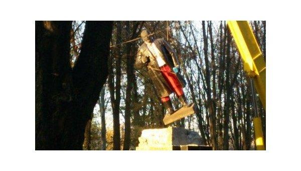 Демонтаж памятника Ленину в Донецкой области