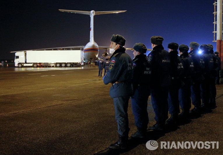 Борт МЧС России доставил в Санкт-Петербург тела жертв крушения Airbus A321