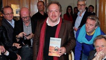 Самая престижная литературная премия Франции - Гонкуровская - присуждена автору книги Компас (Boussole) Матиасу Энару