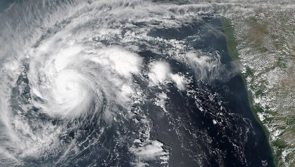 Изображение циклона со спутников НАСА. Архивное фото