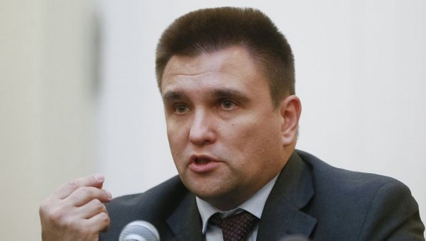 Путин: русской армии вДонбассе нет, там действуют здешние формирования для самозащиты