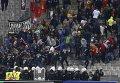 Болельщики московского Локомотива в ходе столкновений с полицией во время матча против Бешикташа в Стамбуле