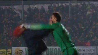 Голкипер Шахтера ударил болельщика в лицо
